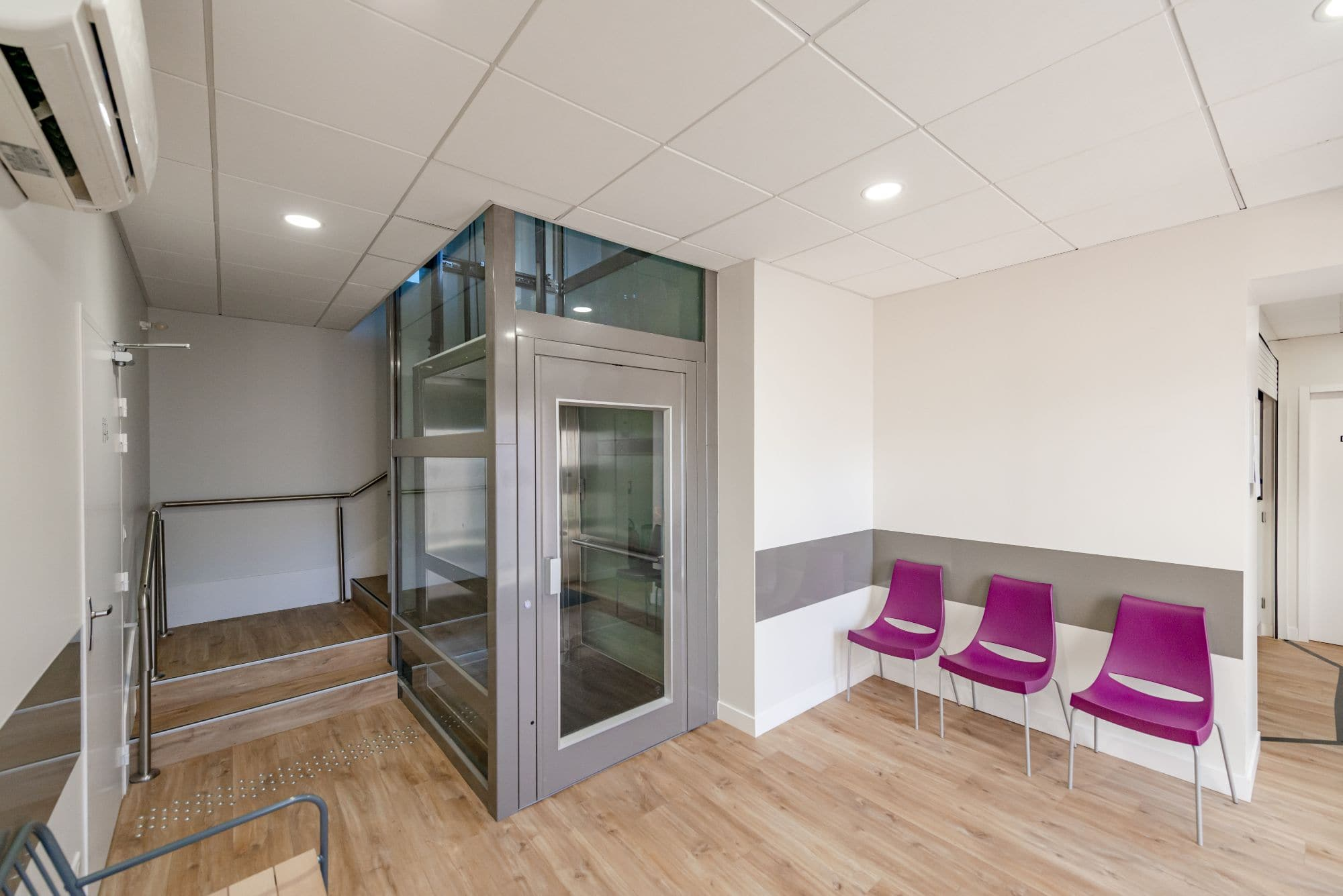 Après, Rénovation d'ascenseur, Centre Médical