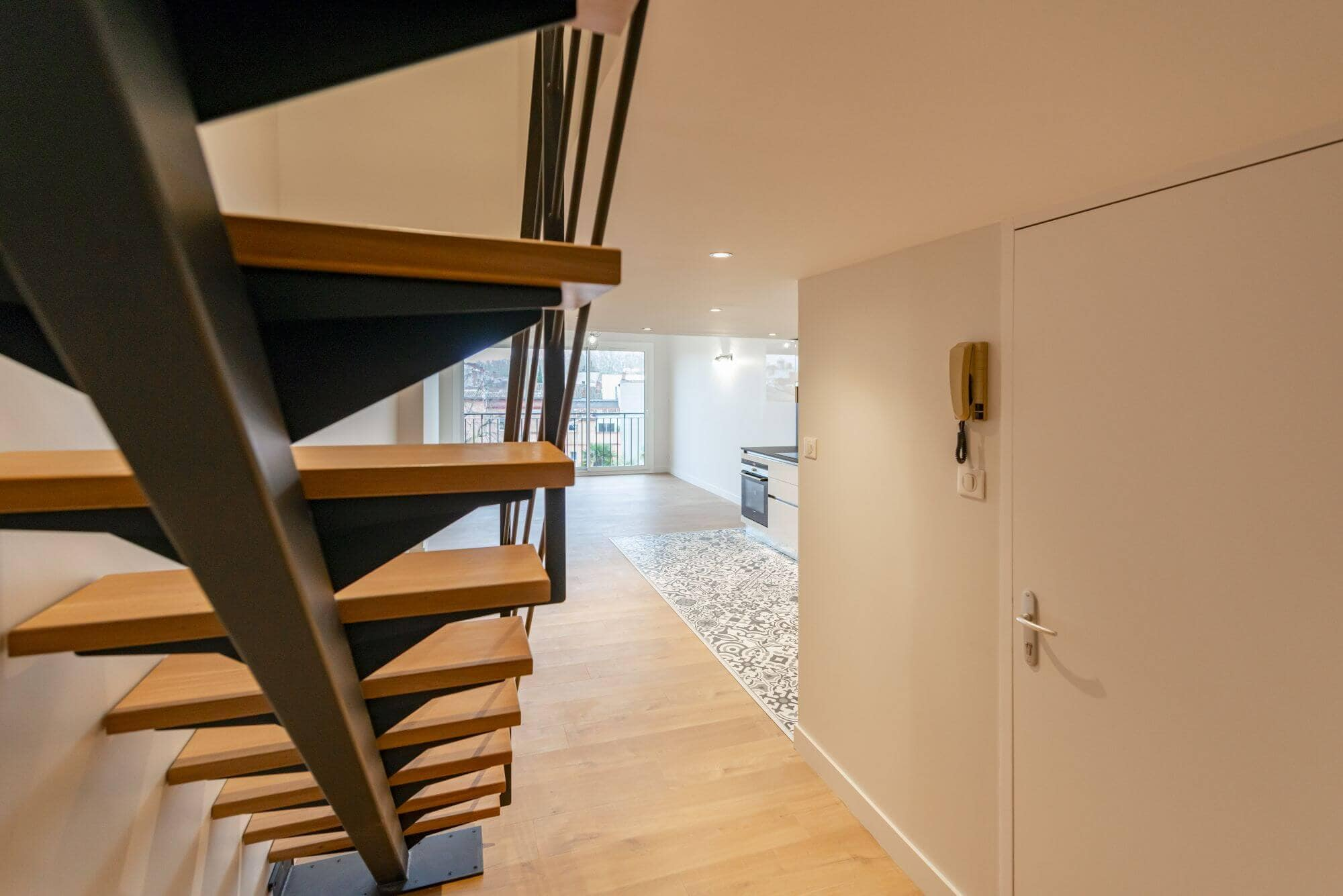 Escalier, Limon Central