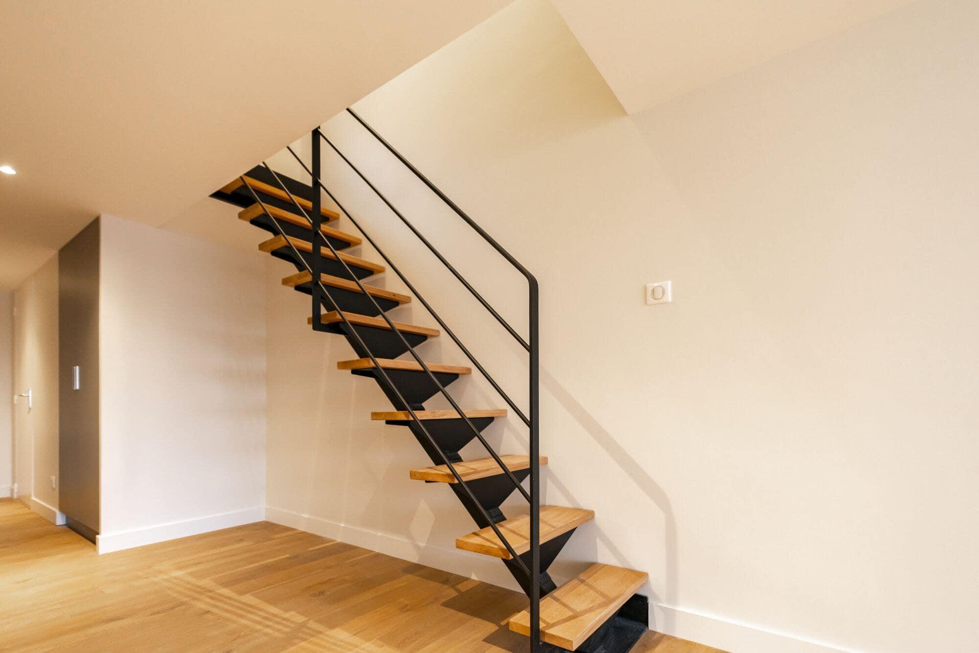 Escalier, Escalier limon central, Sur mesure