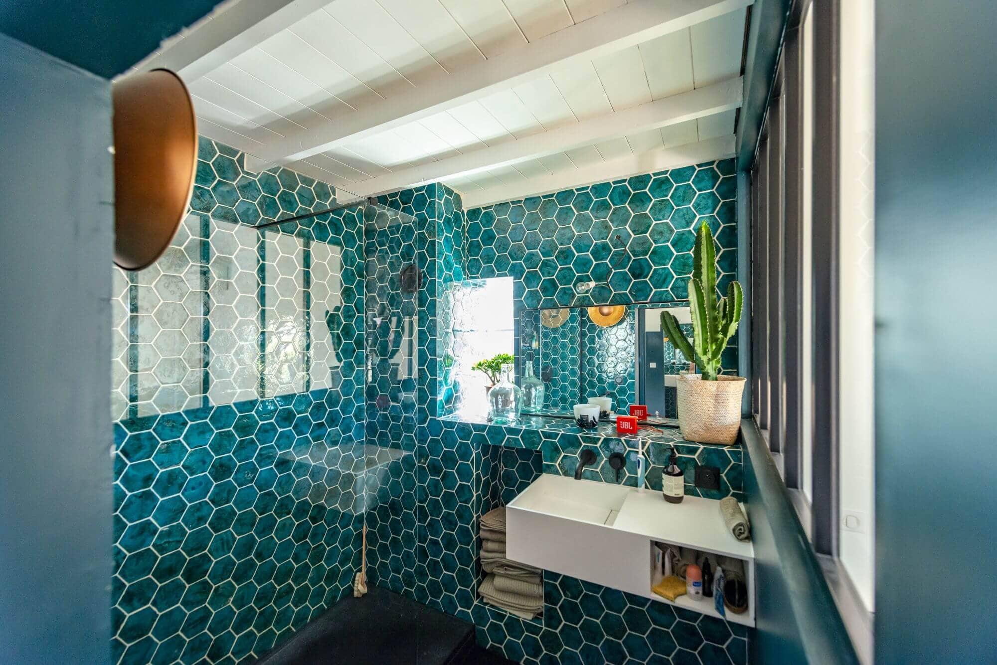 Receveur de douche, Salle de bain, Carrelage bleu