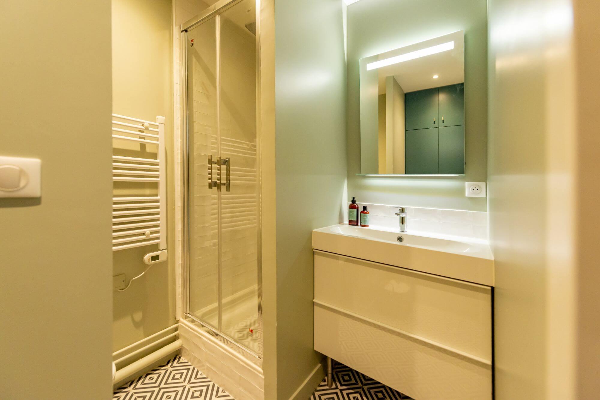 Salle de bain, Douche, Quartier Esquirol